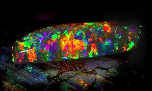 Virgin Rainbow - Viên đá opal đẹp nhất hành tinh ở Australia