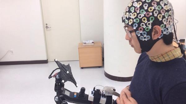 Phần mềm máy tính điều khiển khung xương robot bằng sóng não