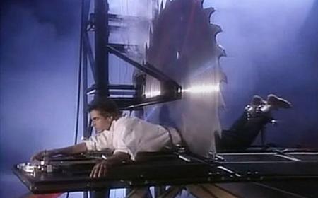 """Bí mật trò ảo thuật """"cắt đôi người mà vẫn sống"""" của David Copperfield"""