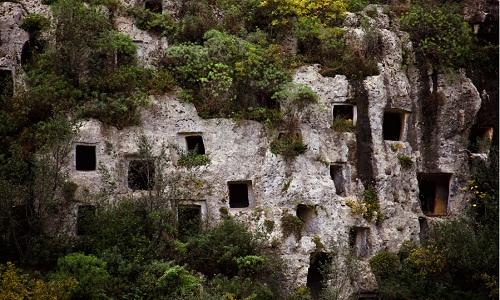 """Mộ """"tổ ong"""" kỳ lạ trên đảo Sicily Italy"""