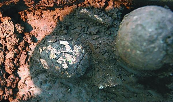 Quả trứng gà 2.000 năm tuổi còn nguyên trong mộ cổ