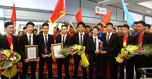 """Những chàng trai """"chân đất"""" vô địch Robocon Châu Á - Thái Bình Dương 2015"""