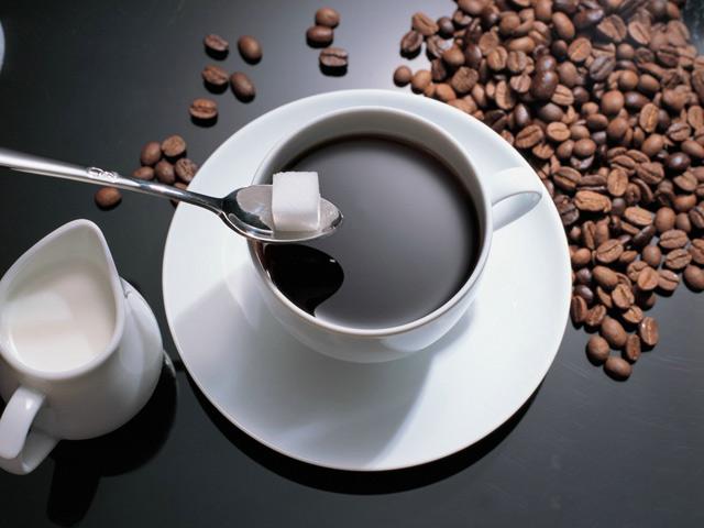 Khoa học đằng sau thói quen cho đường vào cafe