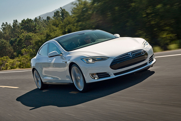 Tesla Model S P85D lập kỷ lục đi được 729 km với 1 lần sạc