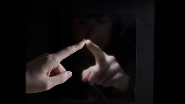"""""""Chạm"""" và """"cảm nhận"""" từ xa nhờ công nghệ tương tác ảo mới"""