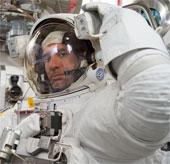 Bộ đồ bảo hộ không gian của NASA có giá bao nhiêu?