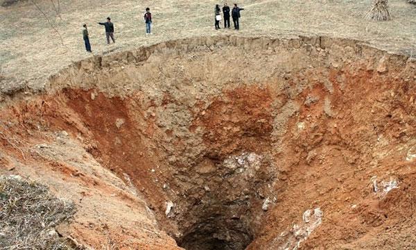Những hố tử thần khổng lồ trên khắp thế giới