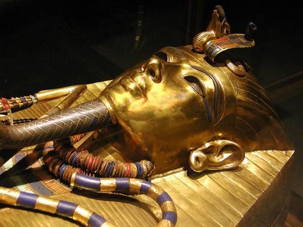 Sự linh nghiệm của bùa chú trên bia mộ Kim tự tháp