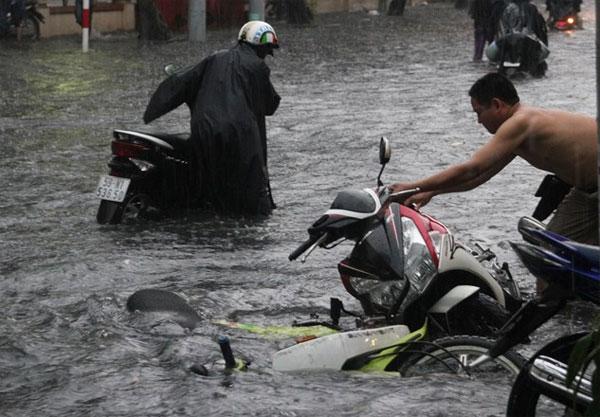 Cách xử lý khi xe bị chết máy do ngập nước