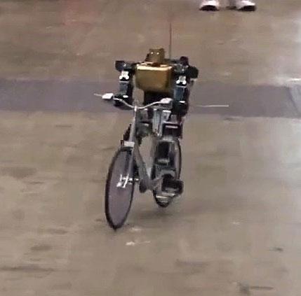 Video: Robot lái xe đạp như người