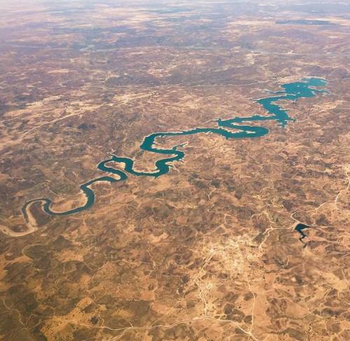 Người Trung Quốc phát cuồng vì sông rồng
