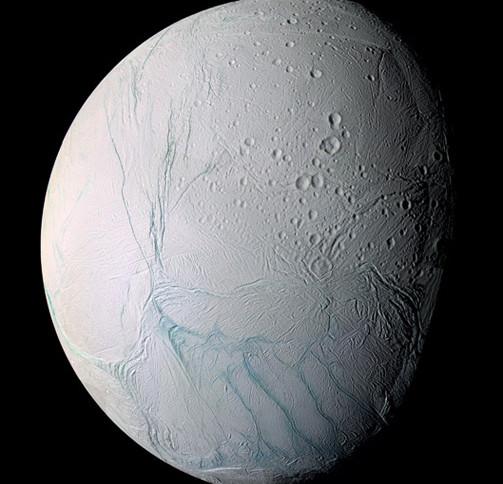 Có thể có một đại dương ẩn sâu dưới lớp vỏ của mặt trăng Enceladus