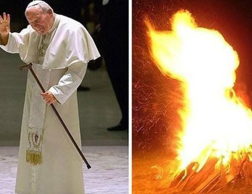 Hình của Đức Giáo Hoàng xuất hiện qua ánh sáng lửa trại