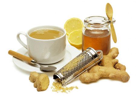 Uống nước ép củ gừng tươi với mật ong và uống vào mỗi buổi sáng để bảo vệ họng.