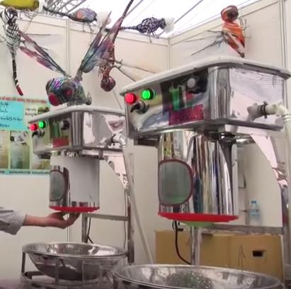 Video: Máy rửa  được 1.000 ly mỗi giờ