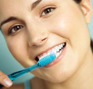 Tác hại của việc đánh răng theo chiều ngang