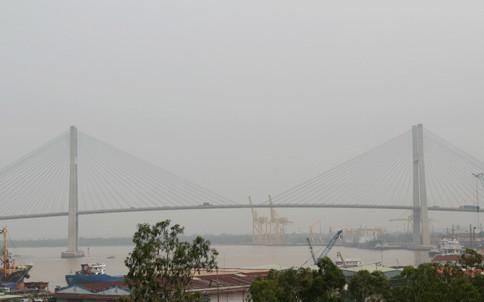 """Sài Gòn chìm trong """"sương"""" do ô nhiễm"""
