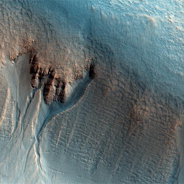 Sao Hỏa có thể từng có nhiều hồ đầy ắp nước suốt 10.000 năm