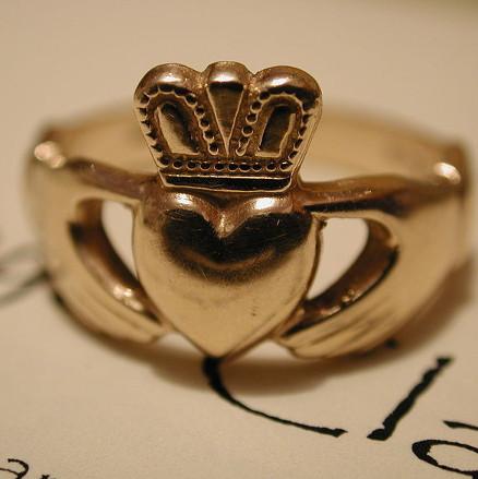 Nhẫn cưới trong thế giới cổ đại
