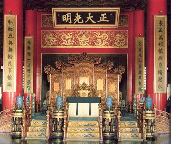 Ngai vàng của các nhà vua và vị thần