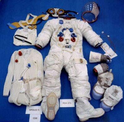 Sự khác biệt giữa hai bộ trang phục của phi hành gia