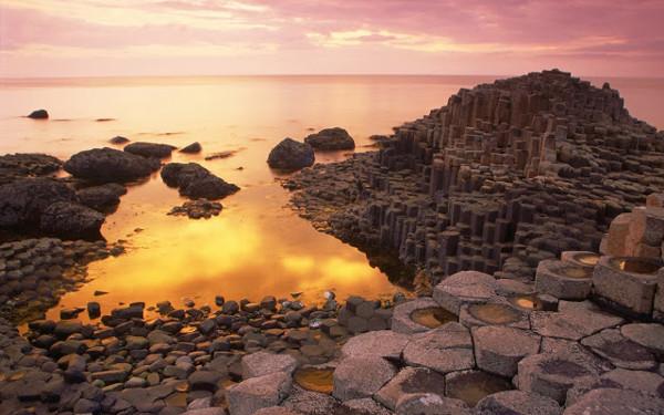"""Sự tạo thành cột đá lục giác trên """"Con đường của người khổng lồ"""""""