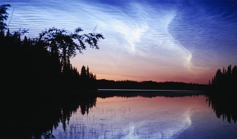 Giải thích đặc điểm kỳ thú của mây dạ quang