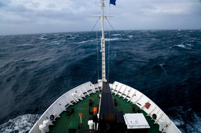 Sóng sát thủ giữa đại dương