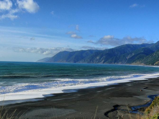 15 bãi biển có màu cát lạ kì