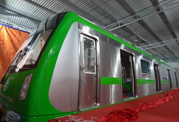 Cận cảnh tàu đường sắt đô thị đầu tiên ở Hà Nội
