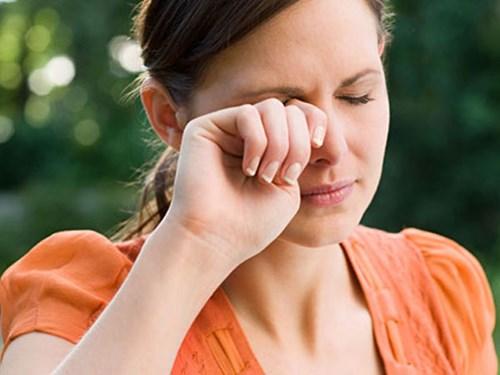 Những thói quen có hại cho mắt