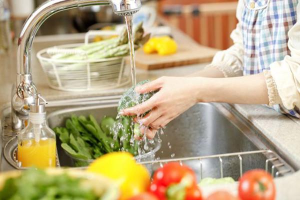Kết quả hình ảnh cho rửa rau đúng cách