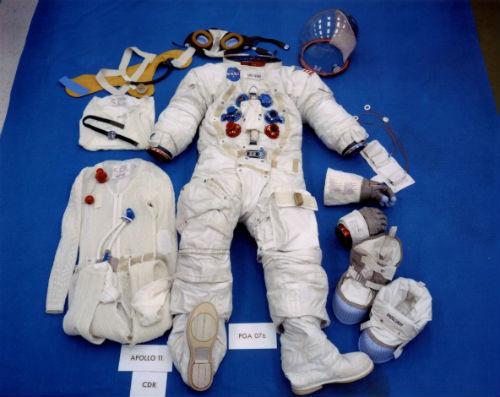 Toàn cảnh chi tiết quần áo vũ trụ.