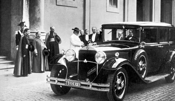 Khám phá những chiếc xe đặc biệt của Giáo hoàng