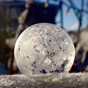 Video: Vẻ đẹp của bong bóng bị đóng băng
