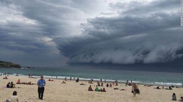 Đám mây khổng lồ kỳ quái xuất hiện trên bầu trời Sydney