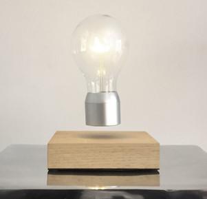 """Video: Flyte - Bóng đèn """"lơ lửng"""" có thể chiếu sáng 22 năm"""
