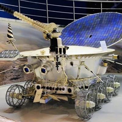 10/11/1970 - Xe tự hành Lunokhod-1 của Liên Xô được phóng lên vũ trụ
