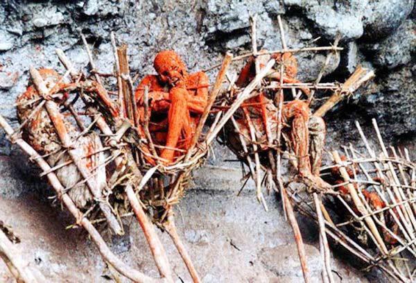 Hun khói xác chết là tục lệ của người Kuku-Kuku.