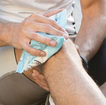 Vì sao không nên chườm đá khi gặp chấn thương?