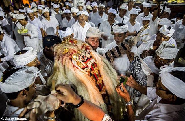 Nghi lễ tôn giáo rùng rợn nhất trên thế giới