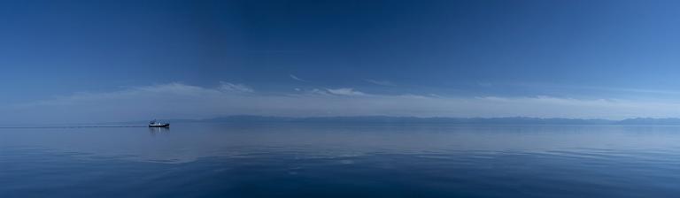 Tảo xâm chiếm lòng hồ sâu nhất thế giới