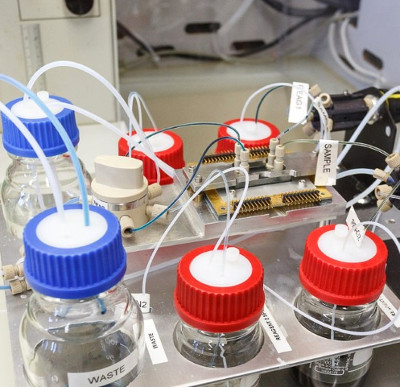"""IBM nghiên cứu """"máu điện tử 5D"""" để tăng tốc chip xử lý"""