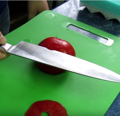 Video: Hãy xem một chiếc dao sắc có thể làm được những gì?
