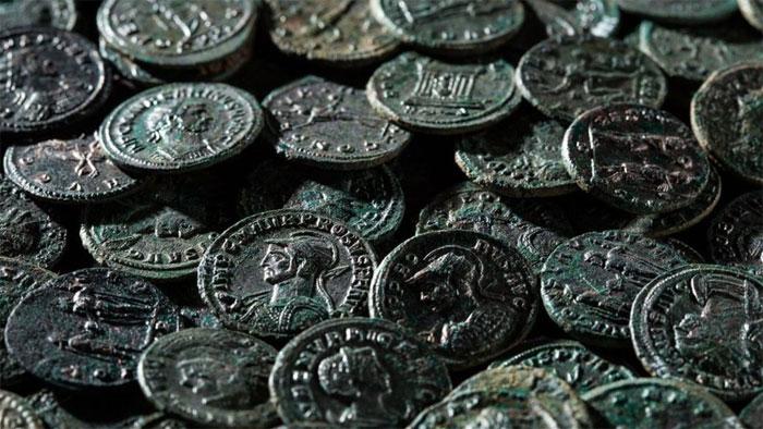 Kho báu hơn 4.000 đồng xu La Mã trong vườn cherry