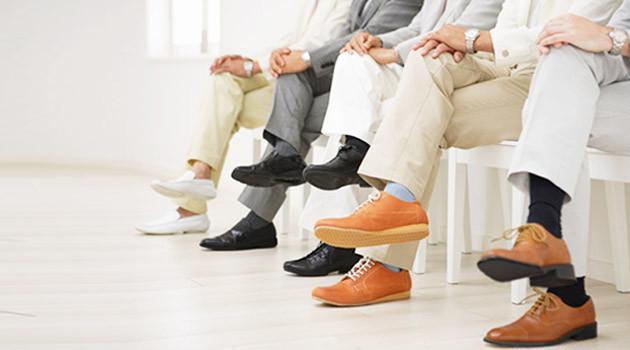 Ngồi bắt chéo chân có thể làm tăng huyết áp tạm thời.