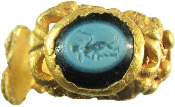 Nhẫn vàng 1.700 tuổi khắc hình thần tình yêu