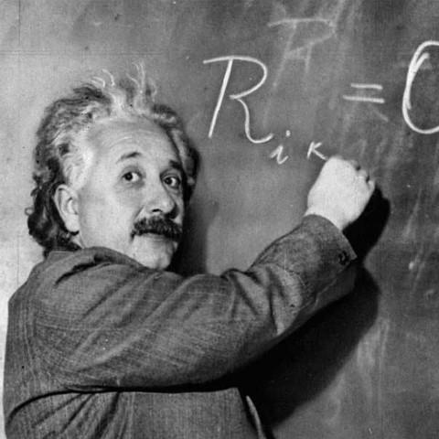 25/11/1915 - Công trình nghiên cứu về Thuyết tương đối rộng của Albert Einstein được công bố