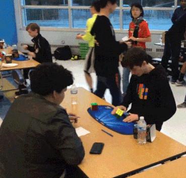 Video: Cậu bé 14 tuổi phá kỷ lục về xếp Rubik