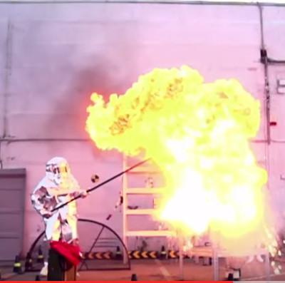 Video: Cách tạo ngọn lửa hình nấm khổng lồ